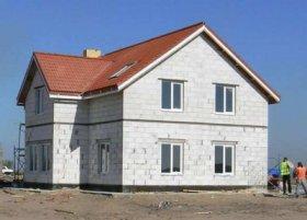 Преимущества и недостатки домов из пористого бетона