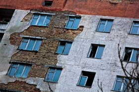 Причины разрушения фасада здания