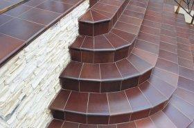 Использование керамогранитной плитки при отделке ступеней
